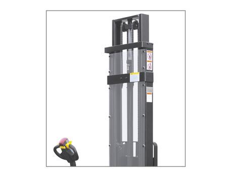 Самоходный электроштабелер CDDR15-I, г/п 1500 кг, в/п 5600 мм