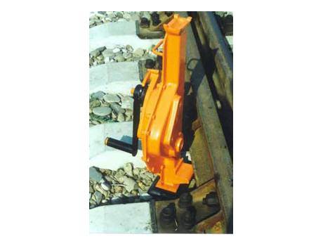 Домкрат путевой реечный ДР-8М